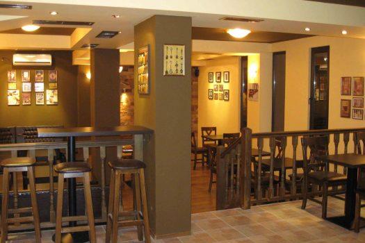 """кафе бар - Къща за гости """"Трите камбани"""""""