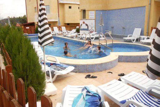 басейн - хотел Елена