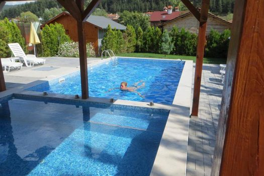 """басейн - Къща за гости """"Грозното пате"""""""