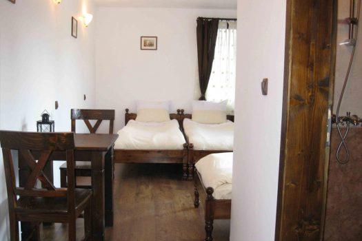 """тройна стая - Къща за гости """"Трите камбани"""""""